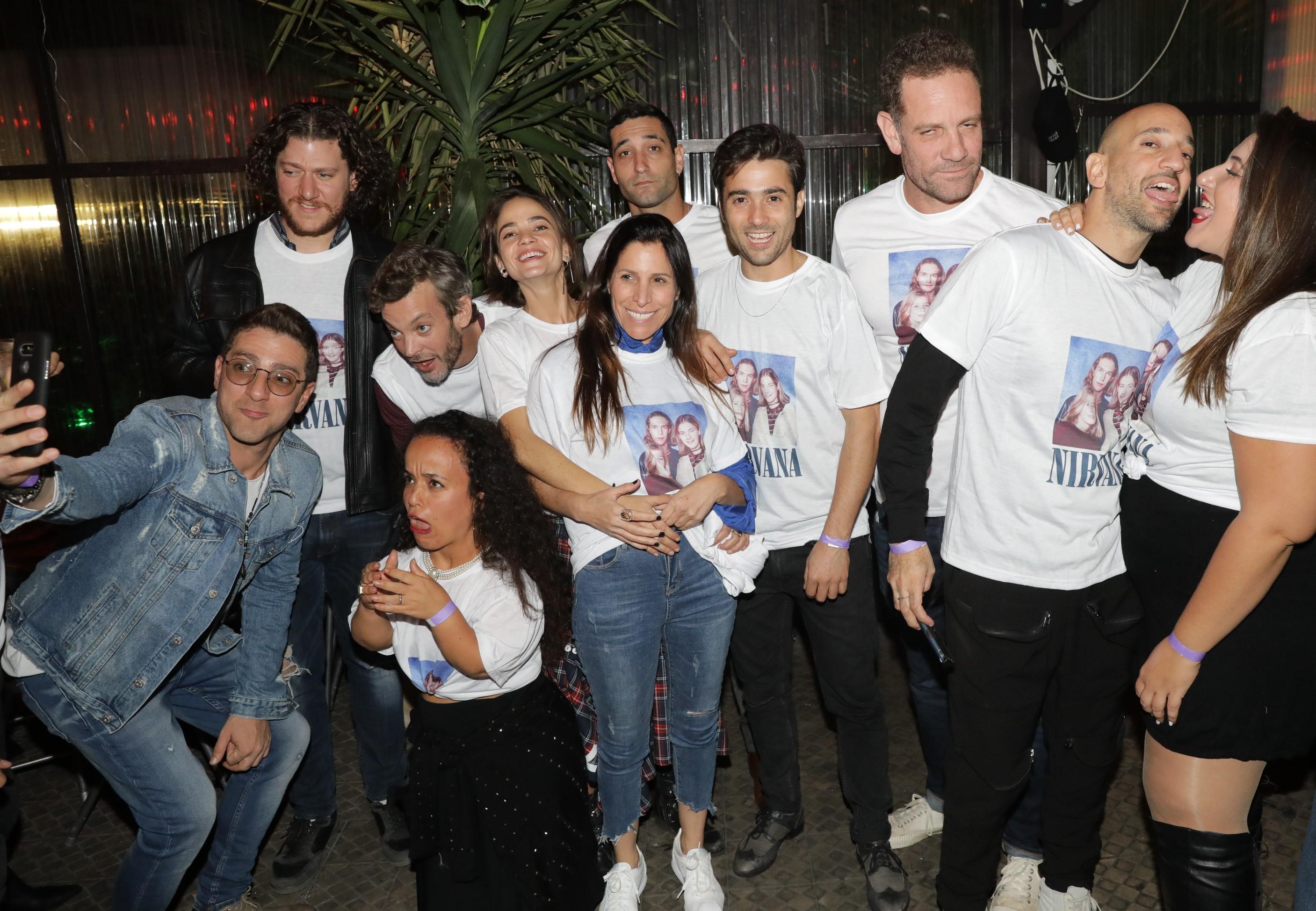 תמונה קבוצתית מאירוע הסיום של צילומי העונה השלישית של מטומטמת